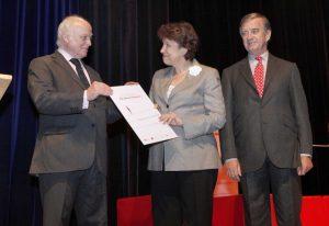 Madame la ministre, Roselyne Bachelot, Bruno Favier, malade et président de l'association (2006-2014) et le Professeur Yves Agid, fondateur de l'association
